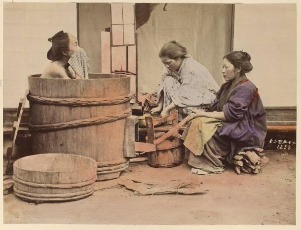 Banho, foto de Shinichi Suzuki, Japão, cerca de 1880 (Getty Open Content)